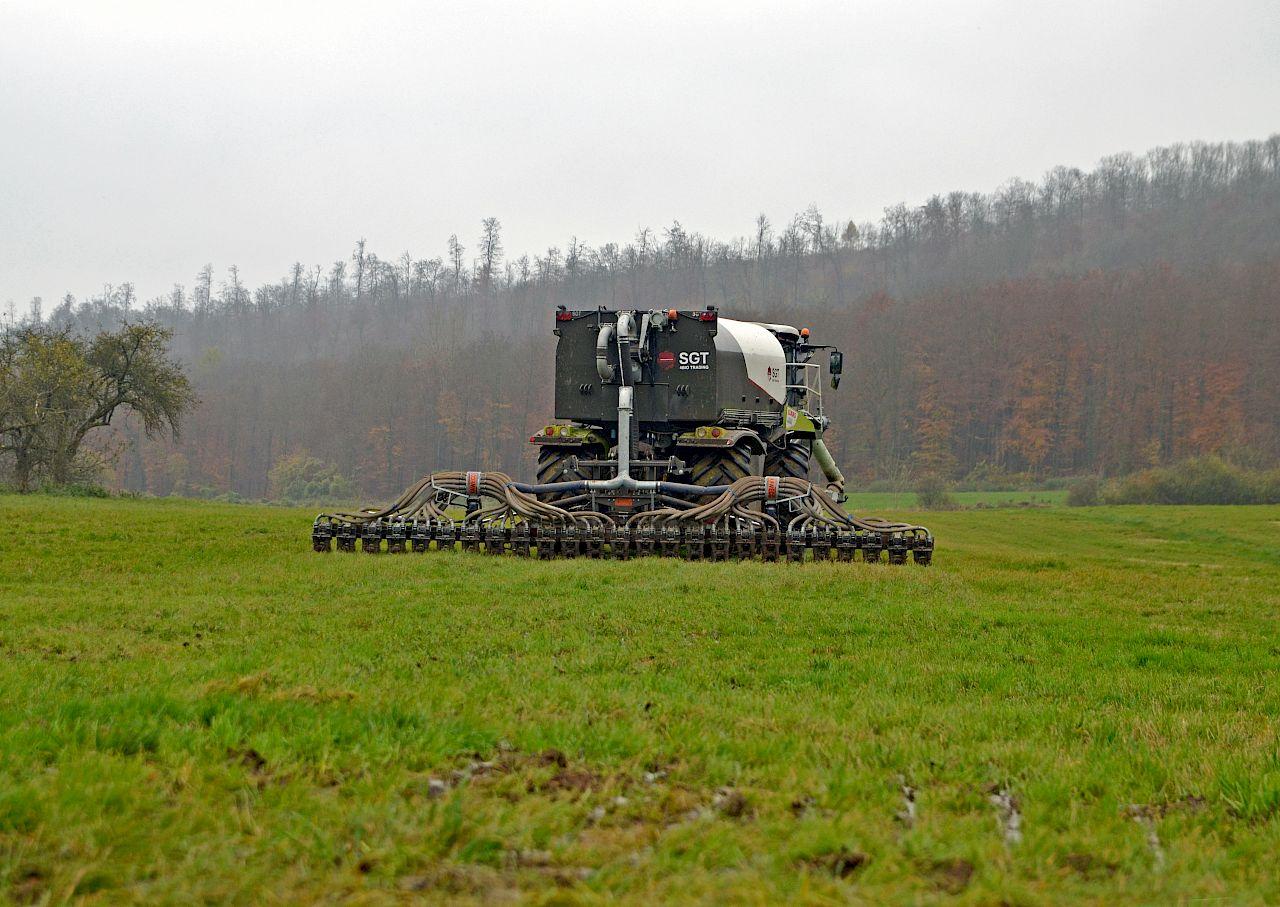 Berühmt Agrar-Team Deike beim Düngen | LU-Web @GU_58
